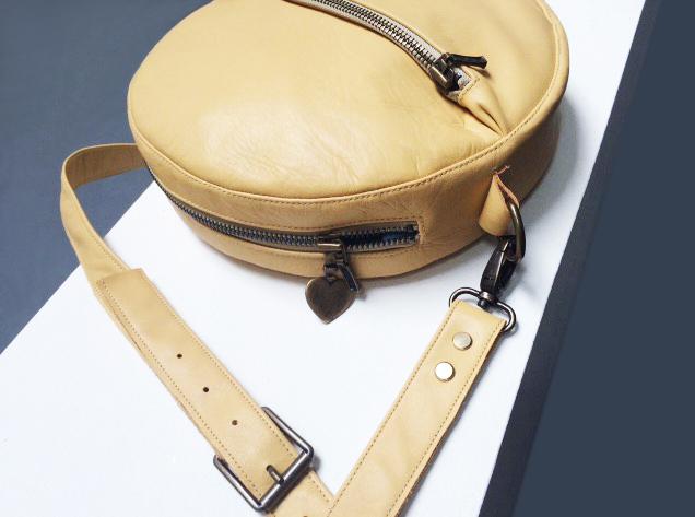 Schnittmuster Circle Bag liegt auf dem Tisch