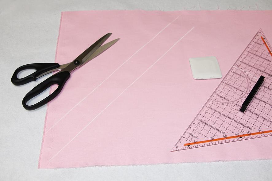 Aufgezeichnetes Schrägband im 45 Grad Winkel zur Webkante