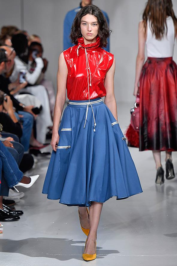 Das Outfit von Calvin Klein wurde an den Look von Shelley Duvall aus dem Film »The Shining« (1954) angelehnt.