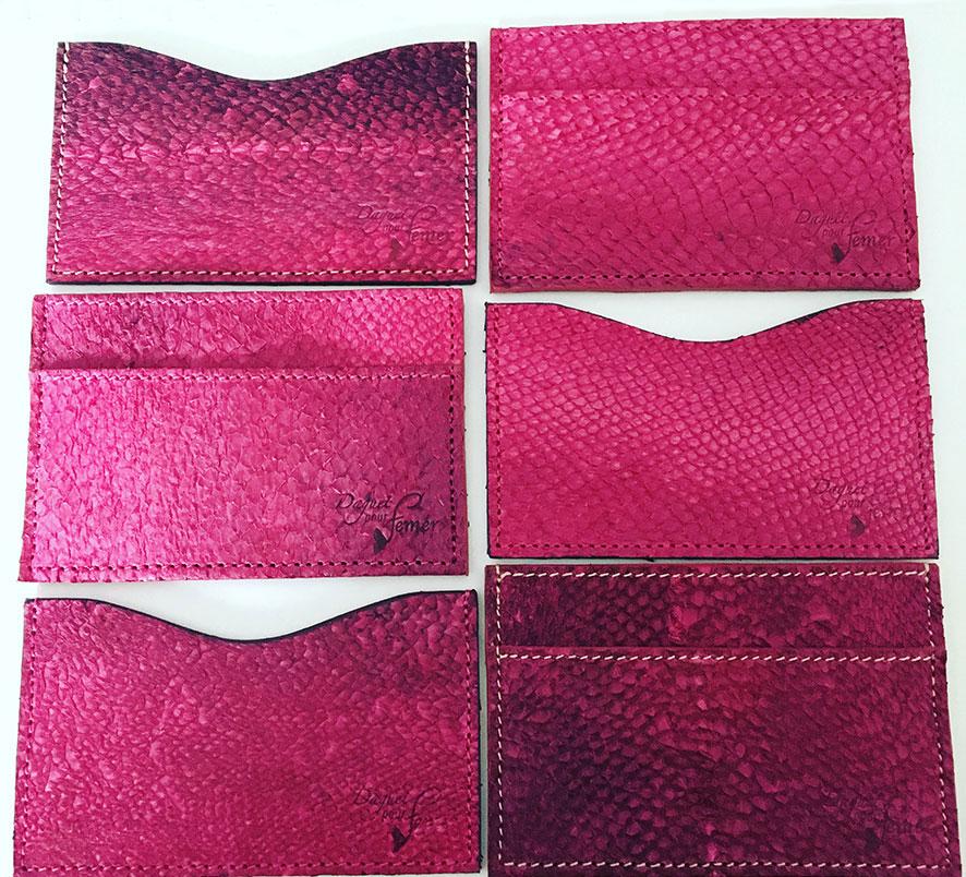 Taschen aus gefärbten Fischleder, femer