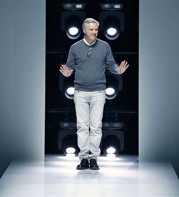Das Bild zeigt Chefdesigner Olivier Lepidus nach seiner Fashionshow für die Frühjahr/Sommer Kollektion 2018 in Paris für Lanvin.